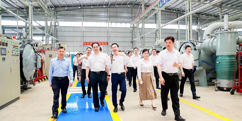 湖州市市委书记马晓晖和市长王纲以及各级领导莅临上海磁建调研指导